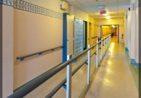Corridors avec barre d'appui