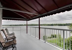 Balcon du 4e étage avec vue sur la rivière