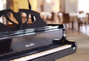 Vent de l'Ouest - Salle à manger et piano