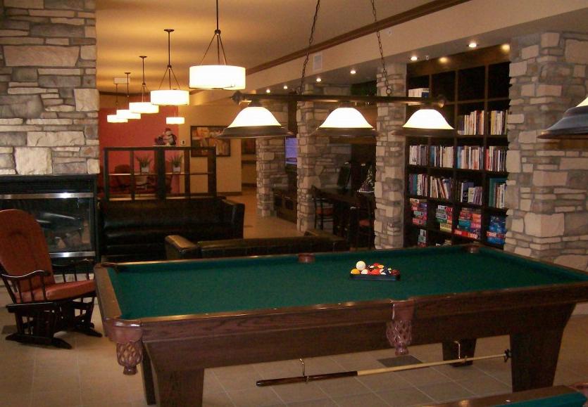 Bibliothèque et salon