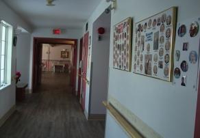 Corridor avec barres d'appui