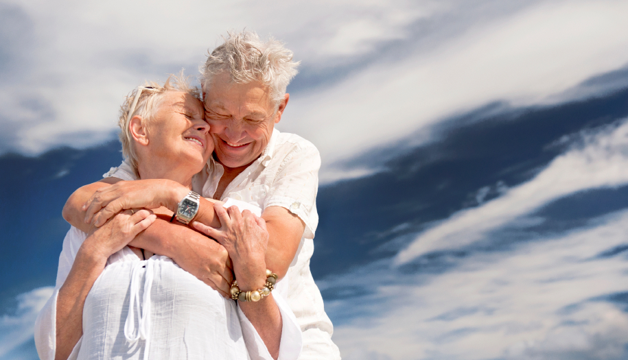retraitées, personnes âgées, aînées, couple, heureux